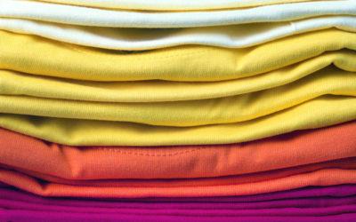 Lavaggio capi neri, bianchi, colorati: consigli e suggerimenti